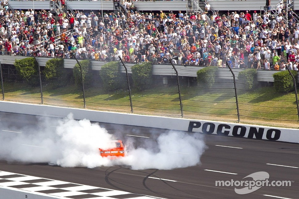 Race winner Joey Logano, Joe Gibbs Racing Toyota