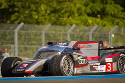 #3 Audi Sport Team Joest Audi R18 Ultra: Marc Gene, Romain Dumas, Loic Duval with damage