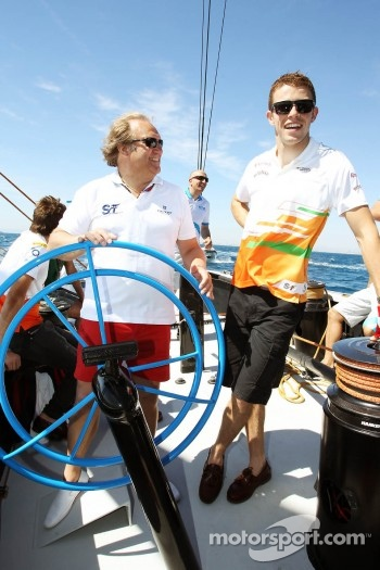 Bob Fernley, Sahara Force India F1 Team Deputy Team Principal with Paul di Resta, Sahara Force India F1 on the Aethra America's Cup Boat