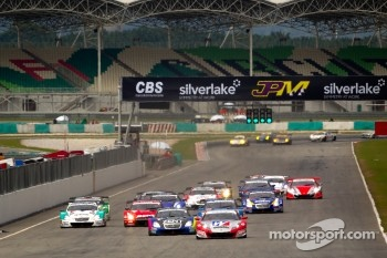 GT500 start: #18 Weider Honda Racing Honda HSV-010 GT: Takashi Kogure, Carlo Van Dam leads the field
