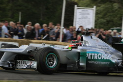 Brendon Hartley drives a Mercedes F1