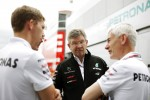 Ross Brawn, Mercedes Mercedes AMG F1 Team Principal, and Geoff Willis, Hispania Racing F1 Team, Technology Director