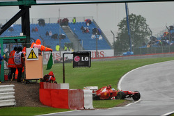 Fernando Alonso, Ferrari crashes at the end of the second practice session