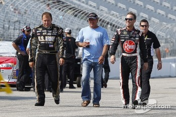Ryan Newman, Stewart-Haas Racing Chevrolet, Kevin Harvick, Richard Childress Racing Chevrolet