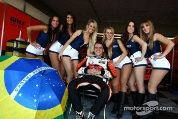 Grid Girls and Norbert Michelisz, BMW 320 TC, Zengo Motorsport