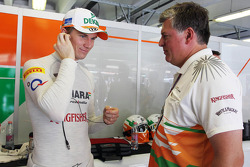 Nico Hulkenberg, Sahara Force India F1 with Otmar Szafnauer, Sahara Force India F1 Chief Operating Officer