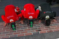 Race winners Alex Popow, Sébastien Bourdais kiss the bricks