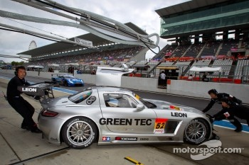 #52 Green Tec & Leon Racing Team Mercedes-Benz SLS AMG GT3: Hironori Takeuchi, Haruki Kurosawa, Akihiko Nakaya