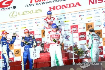 GT500 podium: winners Masataka Yanagida and Ronnie Quintarelli, second place Yuji Kunimoto and Andrea Caldarelli, third place Hironobu Yasuda and Bjorn Wirdheim