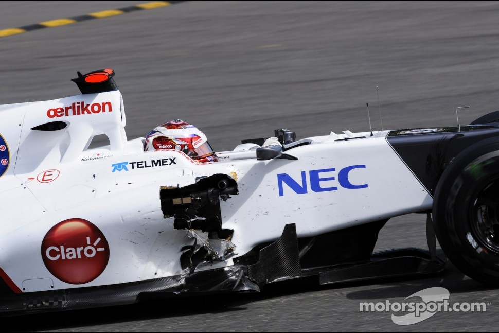 Kamui Kobayashi, Sauber with damaged sidepod