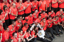 Race winner Jenson Button, McLaren celebrates with the team