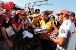 Lewis Hamilton, McLaren signs autographs for the fans