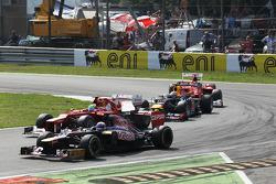 Daniel Ricciardo, Scuderia Toro Rosso STR7 leads Felipe Massa, Ferrari, Sebastian Vettel, Red Bull Racing and Fernando Alonso, Ferrari