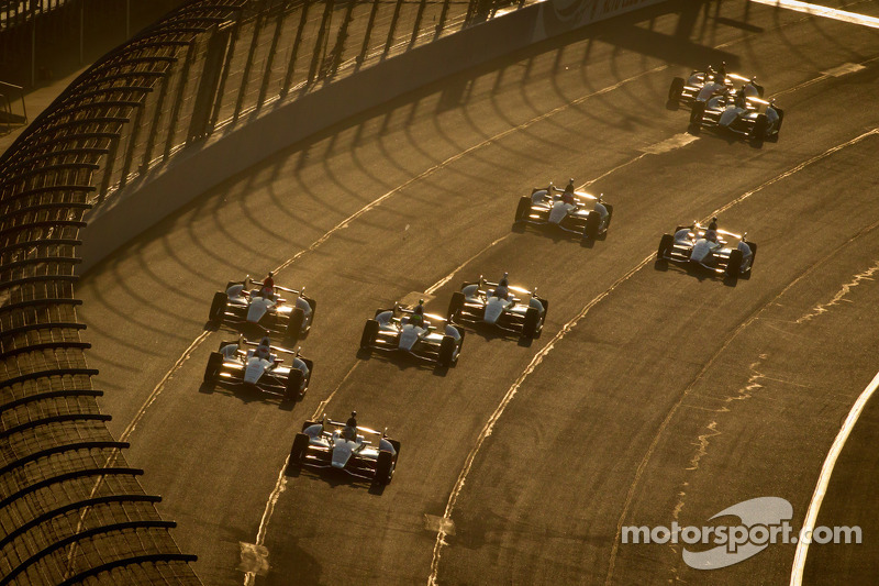 Start: Marco Andretti, Andretti Autosport Chevrolet leads the field