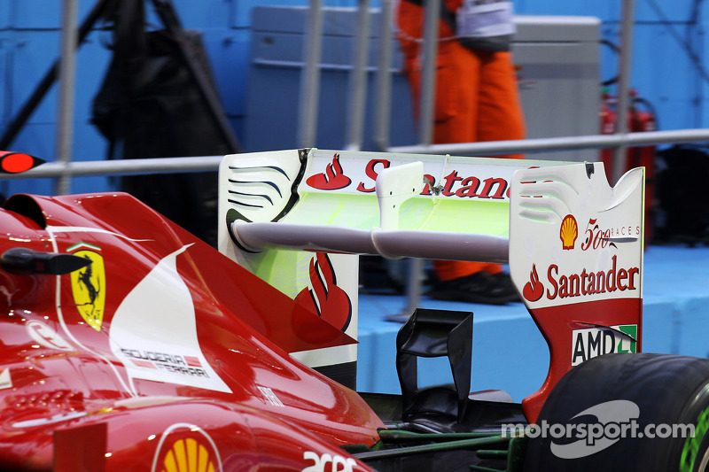 Fernando Alonso, Ferrari running flow-vis paint on the rear wing