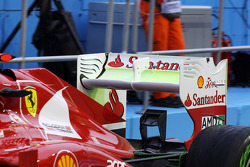 Fernando Alonso, Ferrari running flow-vis paint on the rear wing