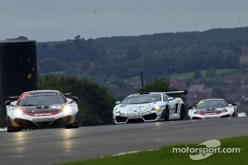 #1 Hexis Racing McLaren MP4-12C GT3: Frederic Makowiecki, Stef Dusseldorp #25 Reiter Engineering Lamborghini Gallardo LP600: Peter Kox, Stefan Rosina