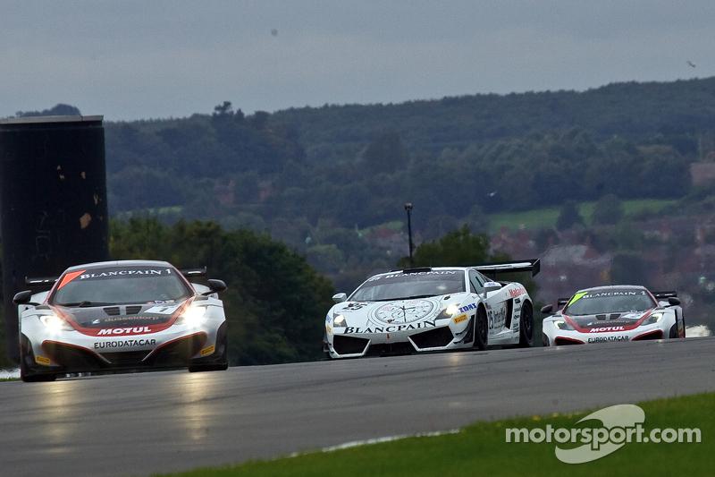 #1 Hexis Racing McLaren MP4-12C GT3: Frederic Makowiecki, Stef Dusseldorp #25 Reiter Engineering Lamborghini Gallardo LP600: Peter Kox, Stefan Rosina