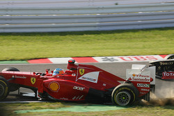 Fernando Alonso, Ferrari crashes out at the start of the race