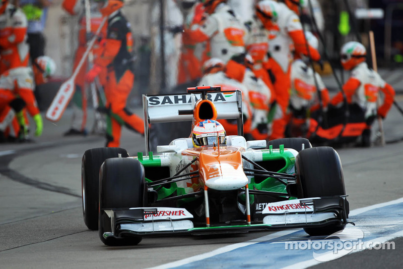 Paul di Resta, Sahara Force India makes a pit stop