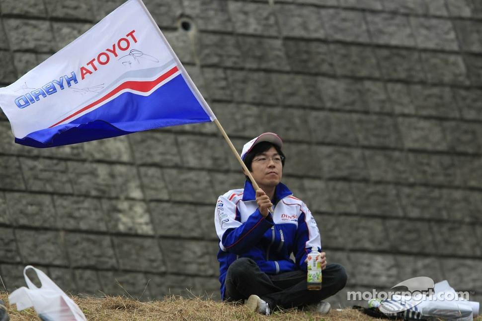 http://cdn-4.motorsport.com/static/img/mgl/1400000/1470000/1473000/1473700/1473774/s1_1.jpg