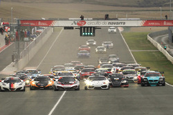 Start: #7 Hexis Racing McLaren MP4-12C: Stef Dusseldorp, Alvaro Parente, Frederic Makowiecki leads