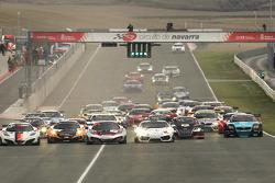 Start: #7 Hexis Racing McLaren MP4-12C: Stef Dusseldorp, Alvaro Parente, Frederic Makowiecki leads