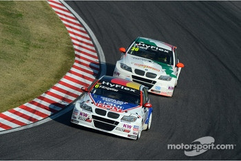Franz Engstler, BMW 320 TC,  Liqui Moly Team Engstler and Stefano D'Aste, BMW 320 TC, Wiechers-Sport