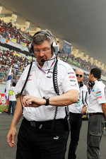 Ross Brawn, Mercedes AMG F1 Team Principal on the grid