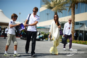 Jenson Button, McLaren with girlfriend Jessica Michibata, and father John Button