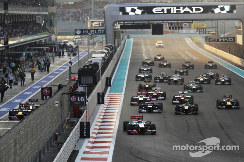 Lewis Hamilton, McLaren leads at the start of the race with Sebastian Vettel, Red Bull Racing and Pedro De La Rosa, HRT Formula 1 Team F112 starting from the pit lane