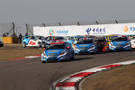 Start of the race, crash between Yvan Muller, Chevrolet Cruze 1.6T, Chevrolet and Norbert Michelisz, BMW 320 TC, Zengˆ Motorsport