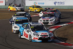 Tom Chilton, Ford Focus S2000 TC, Team Aon leads Fernando Monje, SEAT Leon WTCC, SUNRED Engineering