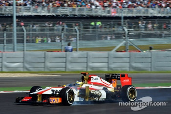 Pedro De La Rosa, HRT Formula 1 Team locks up under braking