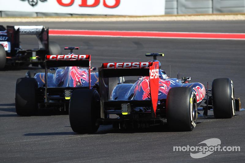 Daniel Ricciardo, Scuderia Toro Rosso STR7 leads team mate Jean-Eric Vergne, Scuderia Toro Rosso STR7