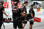 New front wing for Romain Grosjean, Lotus F1 Team