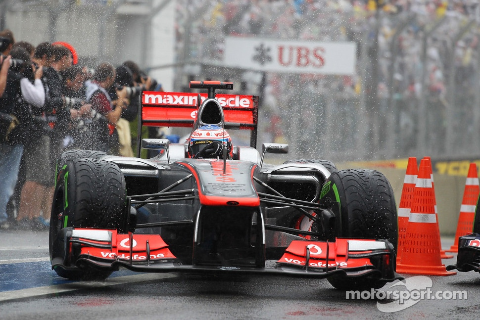 Race winner Jenson Button, McLaren in parc ferme