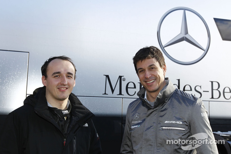 Robert Kubica tests the Mercedes DTM