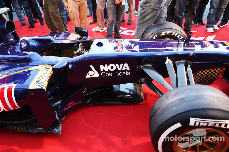 Scuderia Toro Rosso STR8 detail