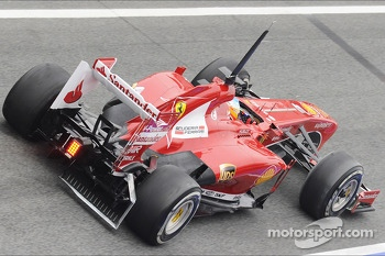 Fernando Alonso, Ferrari F138 running sensor equipment at the rear diffuser