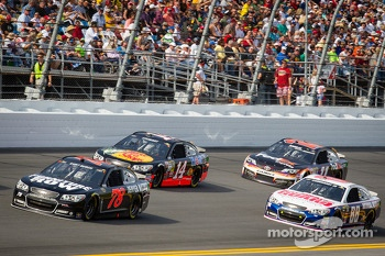 Kurt Busch, Furniture Row Racing Chevrolet, Tony Stewart, Stewart-Haas Racing Chevrolet, Dale Earnhardt Jr., Hendrick Motorsports Chevrolet, Denny Hamlin, Joe Gibbs Racing Toyota
