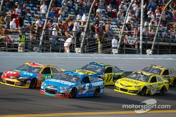 Kyle Busch, Joe Gibbs Racing Toyota, Kasey Kahne, Hendrick Motorsports Chevrolet, Ricky Stenhouse Jr., Roush Fenway Racing Ford, Matt Kenseth, Joe Gibbs Racing Toyota