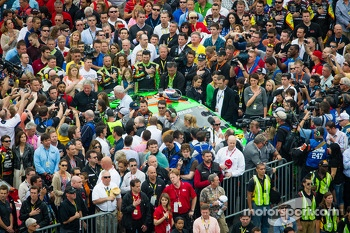 National Anthem: crowd around Danica Patrick, Stewart-Haas Racing Chevrolet