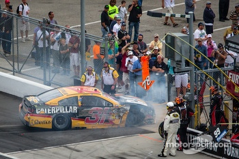 Jeff Burton, Richard Childress Racing Chevrolet heads to the garage after a crash