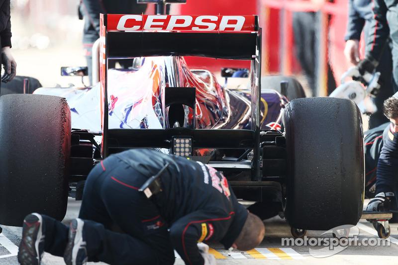 Daniel Ricciardo, Scuderia Toro Rosso STR8 rear diffuser and rear wing