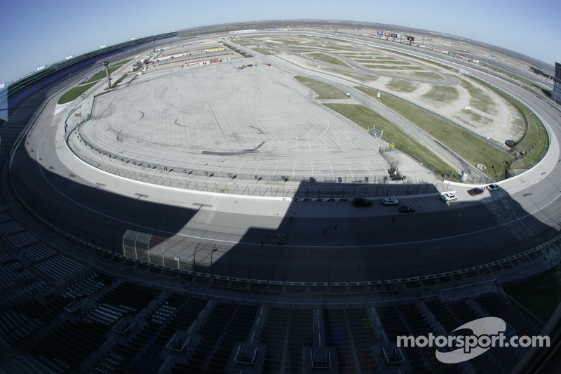 Overview of the front straight at Texas Motor Speedway