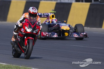 Motorcycle vs F1