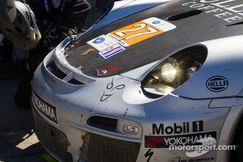 Damage on the #27 Dempsey Racing Porsche 911 GT3 Cup: Patrick Dempsey, Andy Lally, Joe Foster