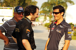 Alan Webber, with Ciaron Pilbeam, Lotus F1 Team Chief Race Engineer and Mark Webber, Red Bull Racing