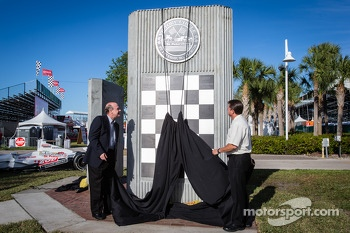 Dan Wheldon Memorial and Victory Circle unveiling ceremony: the Victory Circle is unveiled